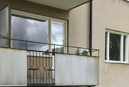 Fackverket 1 balkong med dekorativt smide detalj