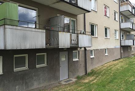 Fackverket 1 balkong med dekorativt smide