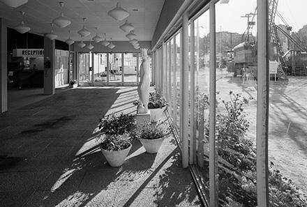 Sankt_Eriks-Hallen_1950-tal_entréhall