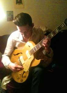 Jag spelar gitarr
